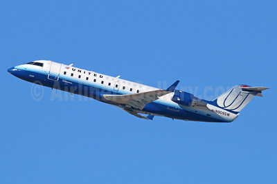 United Express-SkyWest Airlines Bombardier CRJ200 (CL-600-2B19) N909SW (msn 7558) LAX (Michael B. Ing). Image: 921593.
