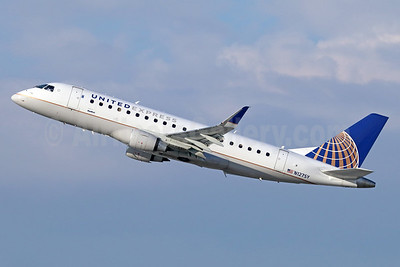 United Express-SkyWest Airlines Embraer ERJ 170-200LR (ERJ 175) N127SY (msn 17000441) LAX (Michael B. Ing). Image: 936856.