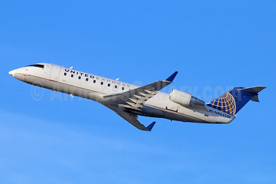 United Express-SkyWest Airlines Bombardier CRJ200 (CL-600-2B19) N964SW (msn 7868) LAX (Michael B. Ing). Image: 936126.