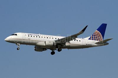 United Express-SkyWest Airlines Embraer ERJ 170-200LR (ERJ 175) N139SY (msn 17000468) LAX (Ron Monroe). Image: 944561.