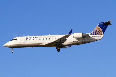 United Express-SkyWest Airlines Bombardier CRJ200 (CL-600-2B19) N929EV (msn 8007) LAX (Derin Allard). Image: 936121.