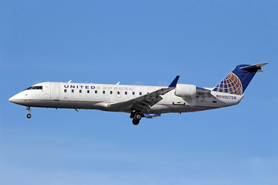 United Express-SkyWest Airlines Bombardier CRJ200 (CL-600-2B19) N927SW (msn 7693) LAX (Michael B. Ing). Image: 913638.