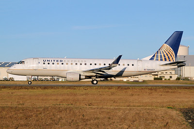 United Express-SkyWest Airlines Embraer ERJ 170-200LR (ERJ 175) N154SY (msn 17000556) PAE (Nick Dean). Image: 948140.