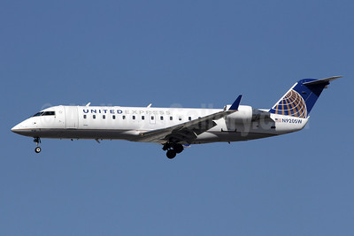 United Express-SkyWest Airlines Bombardier CRJ200 (CL-600-2B19) N920SW (msn 7660) LAX (Michael B. Ing). Image: 907887.