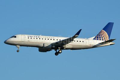 United Express-SkyWest Airlines Embraer ERJ 170-200LR (ERJ 175) N113SY (msn 17000407) LAX (Jay Selman). Image: 403313.