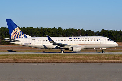 United Express-SkyWest Airlines Embraer ERJ 170-200LR (ERJ 175) N122SY (msn 17000431) RDU (Ken Petersen). Image: 935116.
