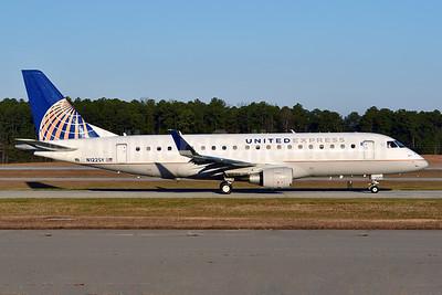 United Express-SkyWest Airlines Embraer ERJ 170-200LR (ERJ 175) N122SY (msn 17000431) RDU (Ken Petersen). Image: 935116.