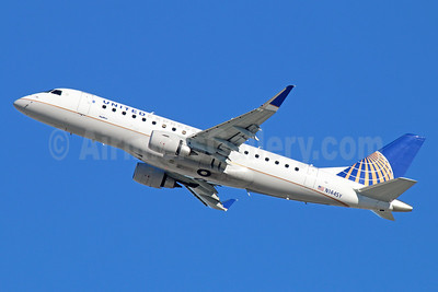 United Express-SkyWest Airlines Embraer ERJ 170-200LR (ERJ 175) N144SY (msn 17000482) LAX (Michael B. Ing). Image: 936118.