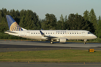 United Express-SkyWest Airlines Embraer ERJ 170-200LR (ERJ 175) N143SY (msn 17000476) PAE (Nick Dean). Image: 947328.