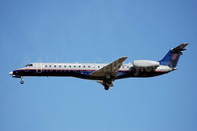 United Express-Trans States Airlines Embraer ERJ 145LR (EMB-145LR) N832HK (msn 145771) IAD (Bruce Drum). Image: 100854.