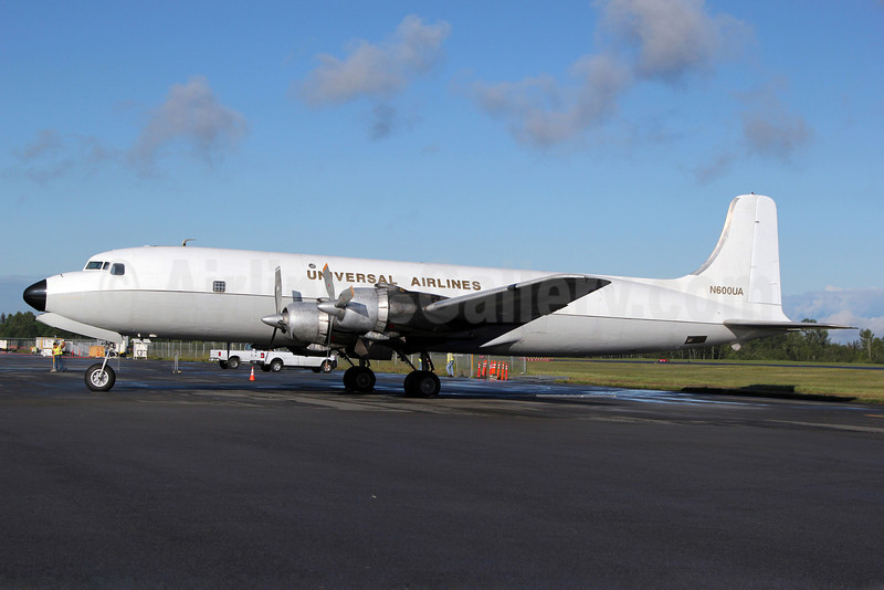 Universal Airlines (5th) Douglas DC-6B (F) N600UA (msn 44894) PAE (Nick Dean). Image: 906590.