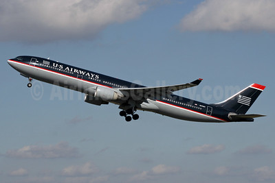 US Airways Airbus A330-323 N276AY (msn 375) LGW (SPA). Image: 940768.