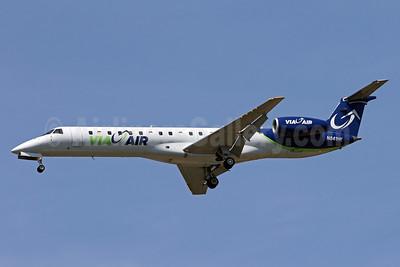 ViaAir (Via Airlines) Embraer ERJ 145LR (EMB-145LR) N841HK (msn 145382) IAD (Brian McDonough). Image: 935675