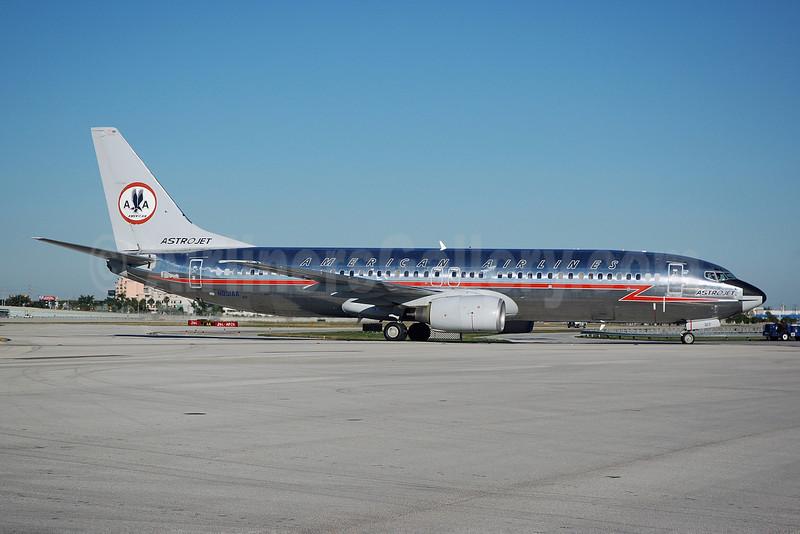 "American Airlines Boeing 737-823 WL N951AA (msn 29538) ""Astrojet"" MIA (Bruce Drum). Image:  101354."