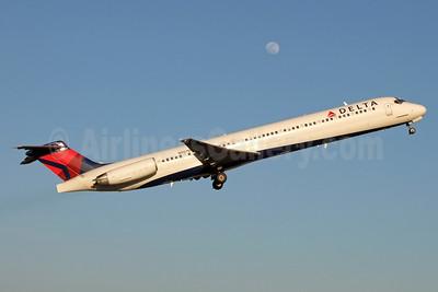 Delta Air Lines McDonnell Douglas MD-88 N907DL (msn 49538) CLT (Jay Selman). Image: 403083.