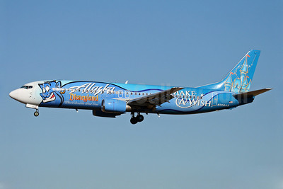 Alaska Airlines Boeing 737-490 N706AS (msn 28894) (Disneyland - Make-A-Wish) SEA (Nick Dean). Image: 905554.