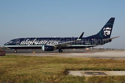 Alaskaair.com (Alaska Airlines) Boeing 737-890 WL N548AS (msn 30020) (reverse livery) MIA (Bruce Drum). Image: 100028.