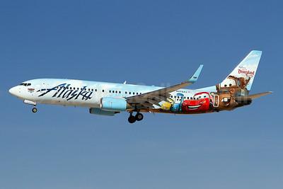 Alaska Airlines Boeing 737-890 WL N570AS (msn 35185) (Follow us to Disneyland Resort - Disney Cars) LAS (Arnd Wolf). Image: 929647.