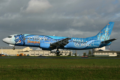 Alaska Airlines Boeing 737-490 N706AS (msn 28894) (Disneyland - Make-A-Wish) PAE (Nick Dean). Image: 905674.