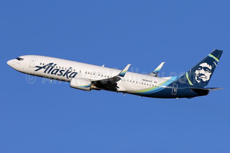 Alaska Airlines Boeing 737-890 SSWL N586AS (msn 35189) DCA (Brian McDonough). Image: 937286.