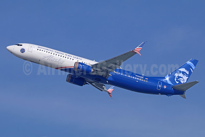 Alaska Airlines Boeing 737-990 ER SSWL N265AK (msn 62682) (Honoring Those Who Serve) LAX (Michael B. Ing). Image: 941100.