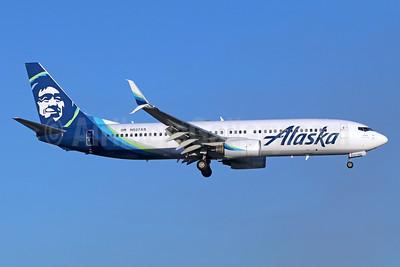 Alaska Airlines Boeing 737-890 SSWL N527AS (msn 35694) SNA (Michael B. Ing). Image: 940050.