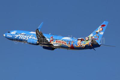 """Alaska's 2019 """"Pixar Pier"""" logo jet"""
