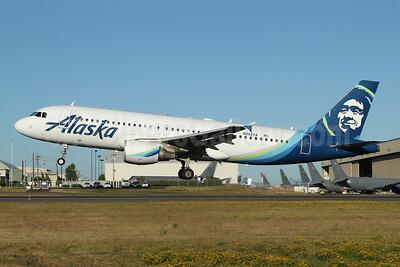 Alaska Airlines Airbus A320-214 N842VA (msn 4805) PAE (Nick Dean). Image: 947169.