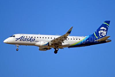 Alaska SkyWest (SkyWest Airlines) Embraer ERJ 170-200LR (ERJ 175) N182SY (msn 17000579) LAX (Jay Selman). Image: 403688.