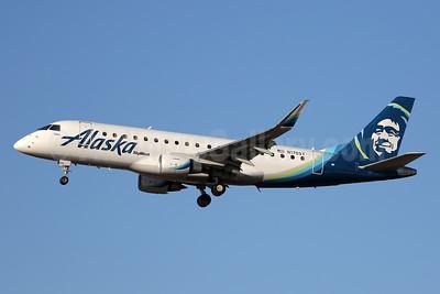 Alaska SkyWest (SkyWest Airlines) Embraer ERJ 170-200LR (ERJ 175) N170SY (msn 17000483) LAX (Ron Monroe). Image: 940625.
