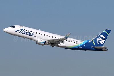 Alaska SkyWest (SkyWest Airlines) Embraer ERJ 170-200LR (ERJ 175) N177SY (msn 17000535) LAX (Michael B. Ing). Image: 940628.