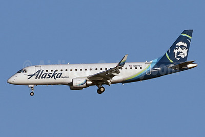 Alaska SkyWest (SkyWest Airlines) Embraer ERJ 170-200LR (ERJ 175) N179SY (msn 17000565) DCA (Brian McDonough). Image: 941165.