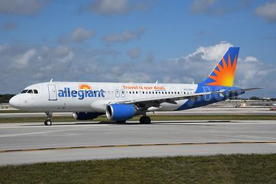 Allegiant Air Airbus A320-214 N225NV (msn 706) FLL (Bruce Drum). Image: 104609.