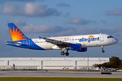 Allegiant Air Airbus A320-214 N221NV (msn 1288) FLL (Jay Selman). Image: 403512.