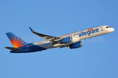 Allegiant Air Boeing 757-204 WL N905NV (msn 27235) LAS (Jay Selman). Image: 403152.