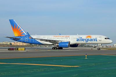 Allegiant Air Boeing 757-204 WL N902NV (msn 26964) LAX. Image: 932578.