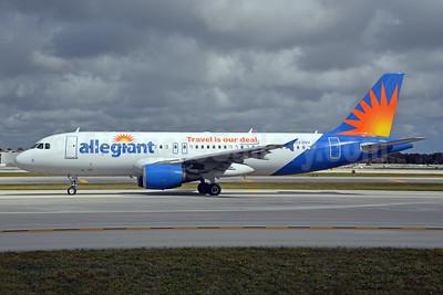 Allegiant Air Airbus A320-214 N223NV (msn 1540) FLL (Bruce Drum). Image: 104607.