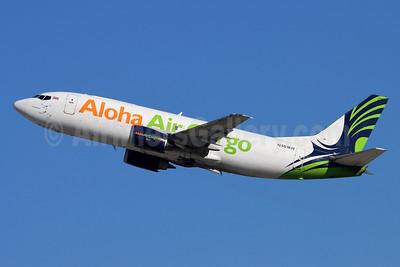 Aloha Air Cargo Boeing 737-330 (F) N301KH (msn 27904) ONT (Michael B. Ing). Image: 952516.