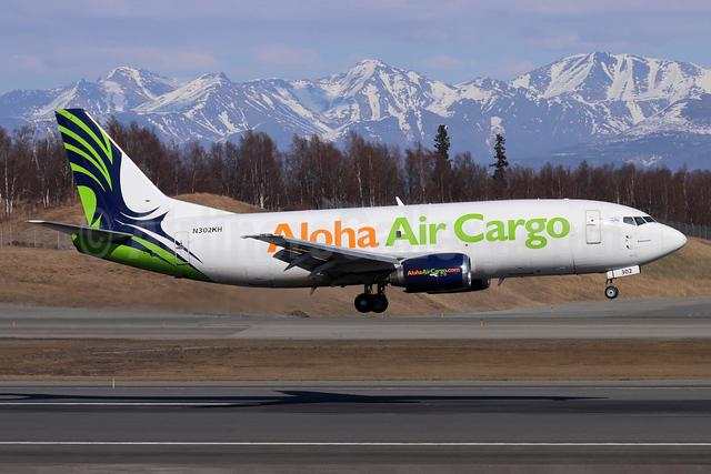 Aloha Air Cargo Boeing 737-330 (SF) N302KH (msn 27905) ANC (Michael B. Ing). Image: 946499.