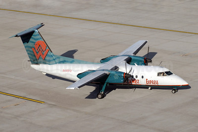 America West Express-Mesa Airlines Bombardier DHC-8-202 (Q200) N449YV (msn 449) PHX (Jay Selman). Image: 400406.