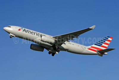American Airlines Airbus A330-243 N292AY (msn 1512) LHR (SPA). Image: 940316.
