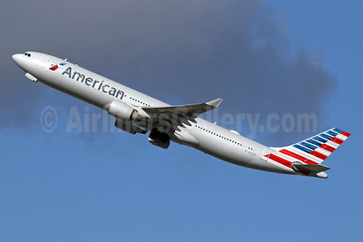 American Airlines Airbus A330-323 N275AY (msn 370) LHR (SPA). Image: 942047.