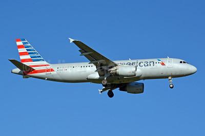 American Airlines Airbus A320-214 N111US (msn 1114) CLT (Jay Selman). Image: 403976.