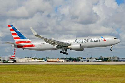 American Airlines Boeing 767-323 ER WL N344AN (msn 33083) MIA (Jay Selman). Image: 403690.