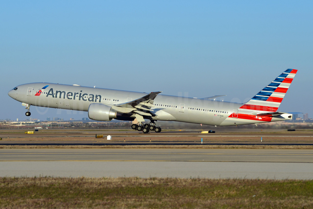 American Airlines Boeing 777-323 ER N718AN (msn 41665) DFW (Brian Peters). Image: 911466.
