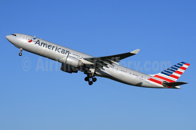 American Airlines Airbus A330-323 N270AY (msn 315) LHR (SPA). Image: 926084.