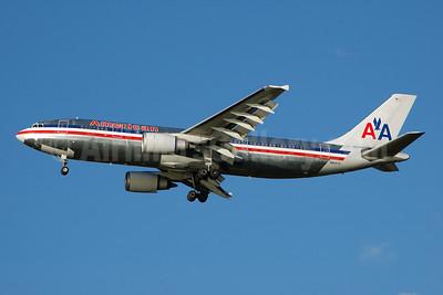 American Airlines Airbus A300B4-605R N90070 (msn 513) MIA (Bruce Drum). Image: 100710.