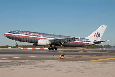 American Airlines Airbus A300B4-605R N70074 (msn 517) JFK (Fred Freketic). Image: 949789.