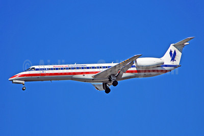 American Connection-Chautauqua Airlines Embraer ERJ 140LR (EMB-135KL) N295SK (msn 145513) ATL (Bruce Drum). Image: 100719.