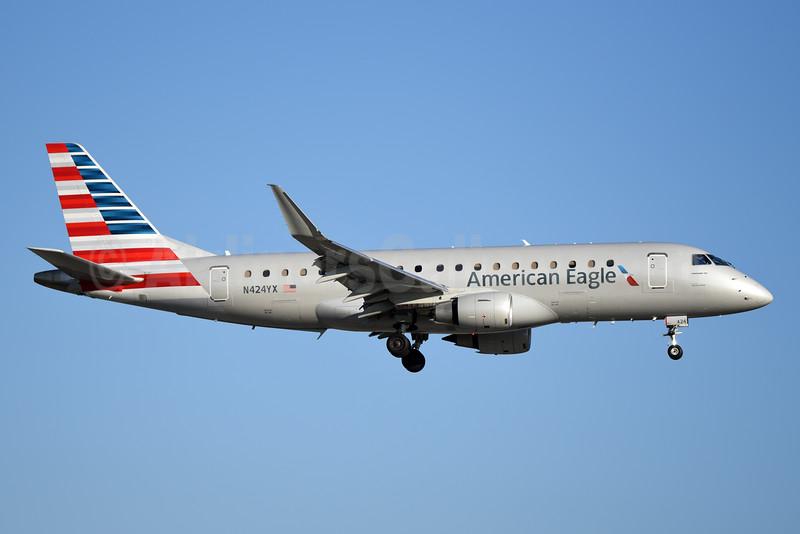 American Eagle Airlines (2nd)-Republic Airlines (2nd) Embraer ERJ 170-200LR (ERJ 175) N424YX (msn 17000393) MIA (Bruce Drum). Image: 104379.